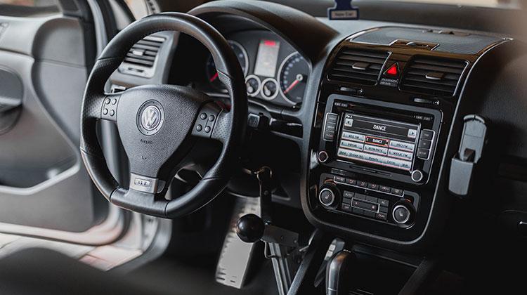 bezpečnosť vozidiel - ilustračný obrázok odpojenie GPS jednotky